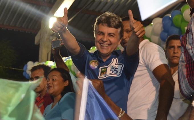 Prefeito João Luiz em campanha (Crédito: Tribuna 16)