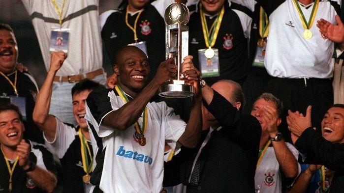 O Corinthians foi campeão em 2000 (Crédito: Reprodução)