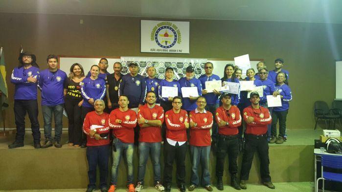 Agentes penitenciários recebem certificados do Curso de Serviços Penais