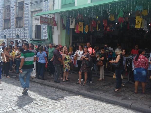 Funcionários deixam prédio após tremor na capital São Luís (Crédito: : João Ricardo /)