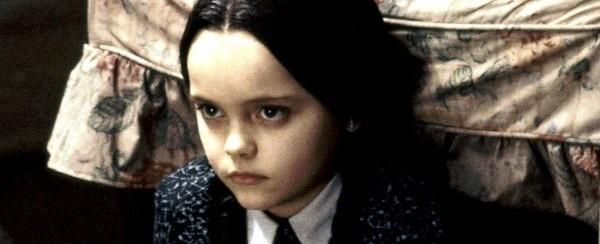 Ex-estrela infantil ressurge em cena de nu frontal em nova série