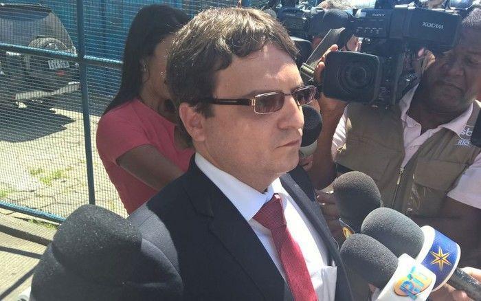 Fernando Martins, advogado de Eike Batista, chega ao presídio Ary Franco