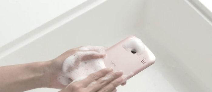 Celular pode ser lavado com água e sabão