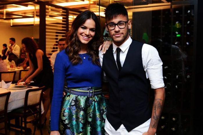 Marquezine veta amigas interesseiras de Neymar em festa privê