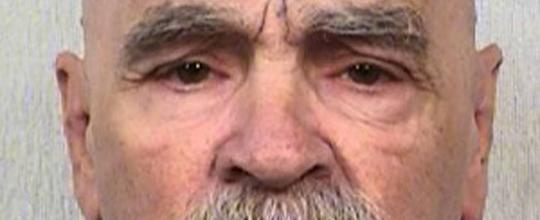 Assassino em série Charles Manson é internado em estado grave