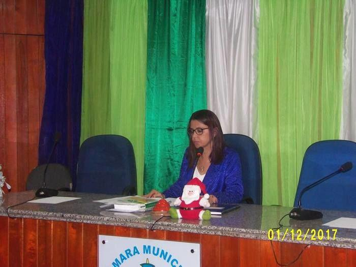 Vereadora  Iris Moreira na solenidade de posse