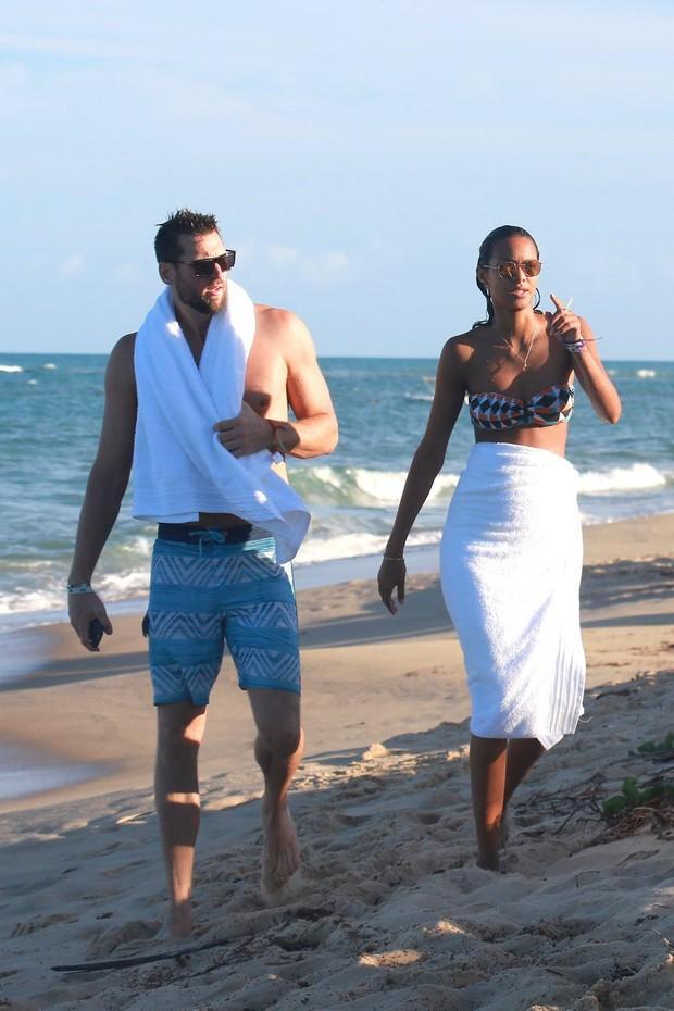 Lais Ribeiro  e o namorado (Crédito: Agnews)