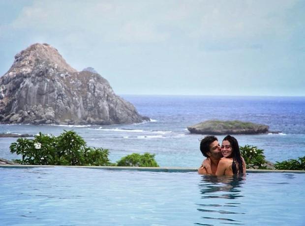 Carol Castro posta foto com o namorado em Fernando de Noronha (Crédito: Reprodução)