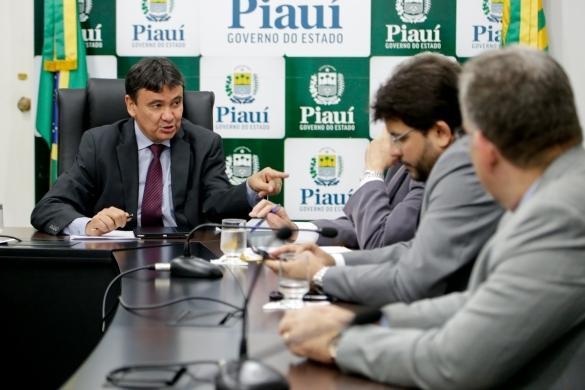 Governador durante reunião (Crédito: Divulgação)