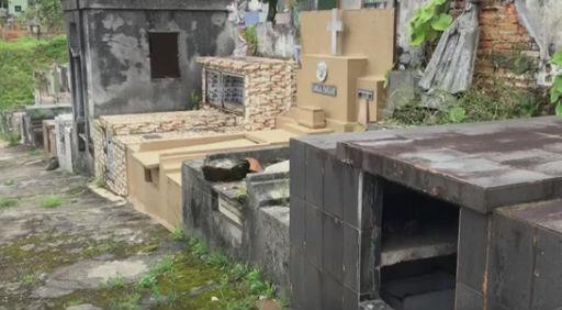 Muro de cemitério cede e ossos invadem casas após temporal