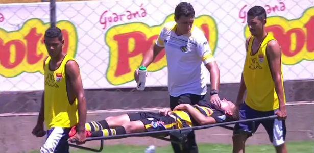 Atleta passa mal por causa do calor na partida do Atlético-MG