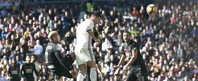 Real Madrid atropela o Granada e iguala recorde do Barcelona