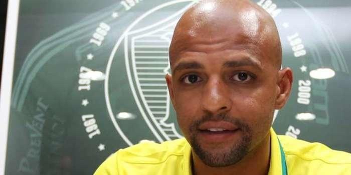 Após negociação, Palmeiras oficializa Felipe Melo por 3 anos