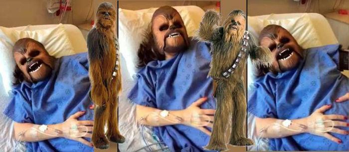 Mulher usa máscara do Chewbacca durante trabalho de parto