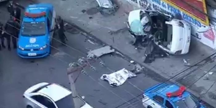 Motorista morre em choque entre ônibus e carro no Rio de Janeiro