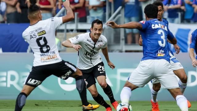 Corinthians empata com o Cruzeiro e vê vantagem em campeonato cair (Crédito: Lance)
