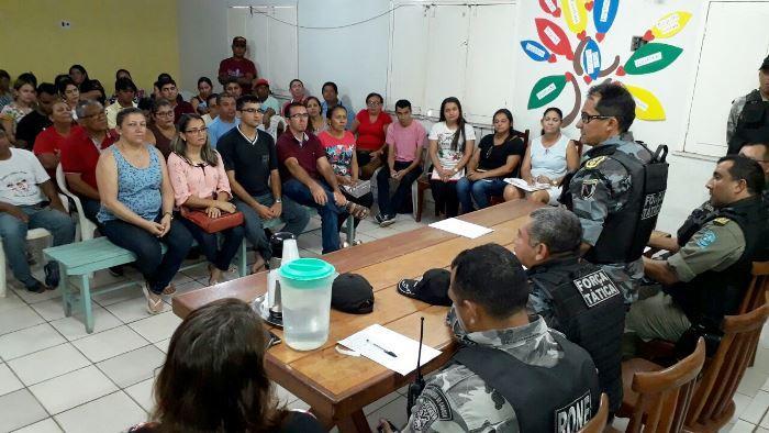 Polícia Militar se reúne com professores e moradores (Crédito: Kléber Oliveira)