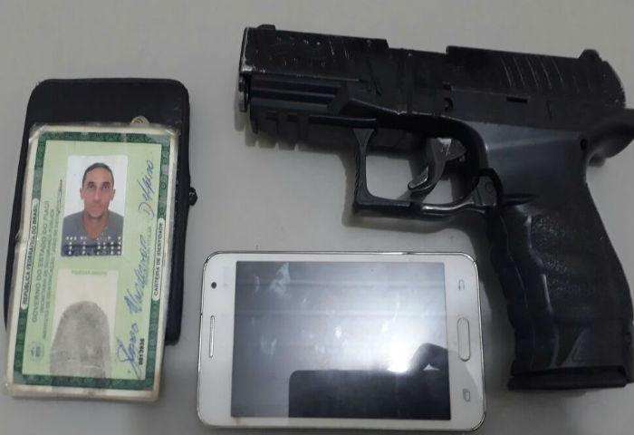 Simulacro de arma encontrado com Gleyson Wanderson  (Crédito: Polícia Militar)