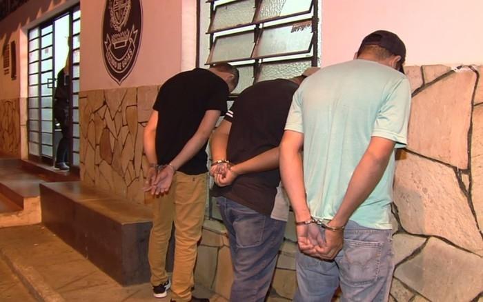 Homens foram presos em flagran (Crédito: Reprodução/TV Anhanguera)