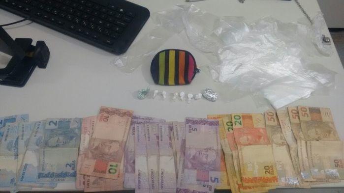 Material apreendido com  Edson Pereira dos Santos (Crédito: Polícia Militar)