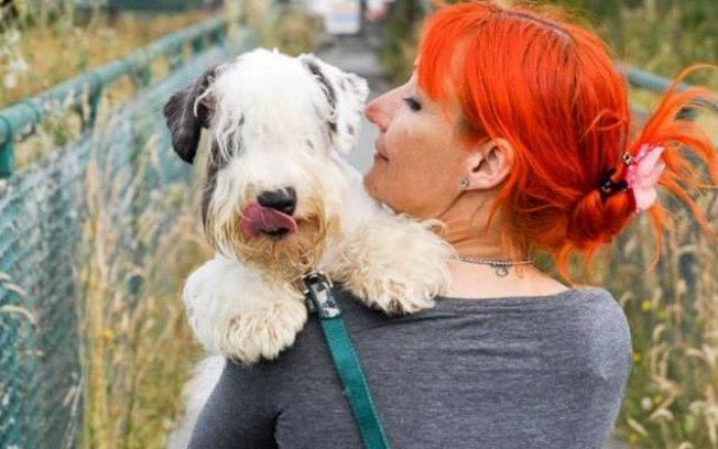 A irlandesa casou-se com o seu cachorro (Crédito: Reprodução/Facebook)