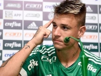 """Róger Guedes é barrado no Palmeiras após """"incomodar"""" diretoria"""