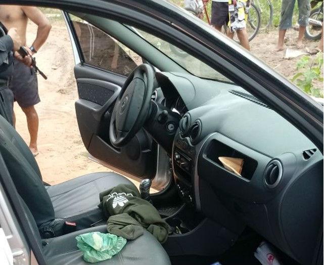 Carro roubado pelos bandidos (Crédito: Polícia Militar)