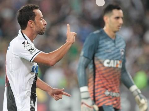 No Maracanã, Vasco vence Botafogo, que se irrita com arbitragem