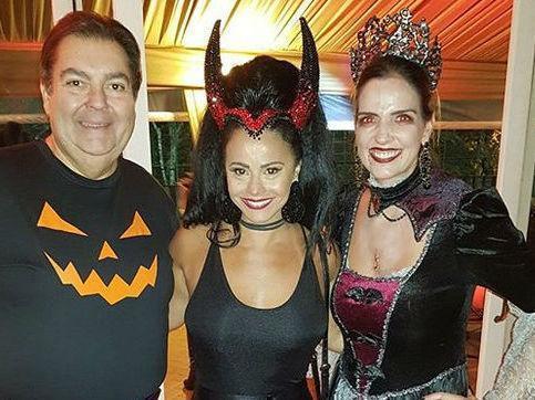 "Viviane Araújo polemiza com fantasia:""Gosta de reverenciar o diabo"""