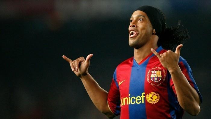 Ronaldinho Gaúcho nos tempos de Barcelona (Crédito: Getty)