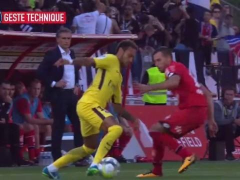 Neymar se destaca no site oficial do PSG em drible duplo; veja
