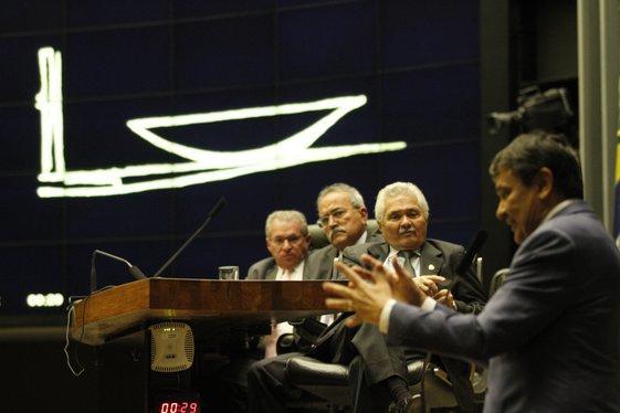 Governador em sessão solene na Câmara dos Deputados  (Crédito: Surpi)
