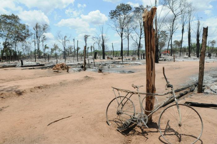 Incêndio desabrigou 200 famílias  (Crédito: Francisco Leal)