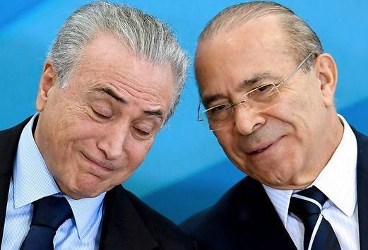 Presidente Temer em conversa com Eliseu Padilha, Ministro-Chefe da Casa Civil (Crédito: Evaristo Sá/AFP)