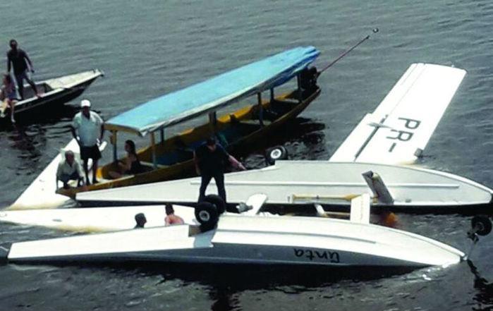 Avião do Greenpeace cai no Amazonas e deixa um morto