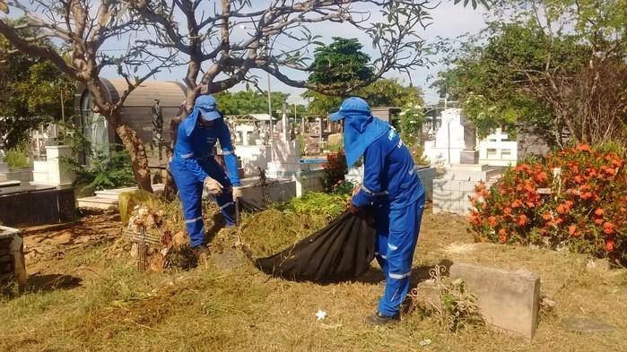 Prefeitura inicia limpeza de cemitérios (Crédito: Ascom)