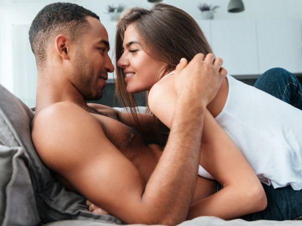 """Conheça 5 """"regrinhas"""" de sexo úteis para quem tem relação estável"""