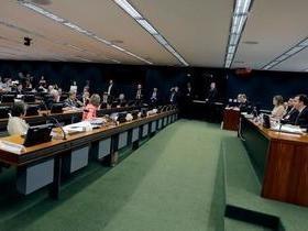CCJ aprova parecer que propõe rejeição da 2ª denúncia contra Temer