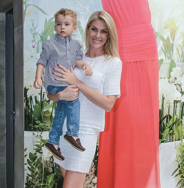 Ana Hickmann ao lado do filho (Crédito: Agência News)