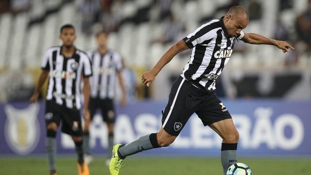 Roger tem contrato com o Alvinegro até o fim do ano (Crédito: Botafogo)