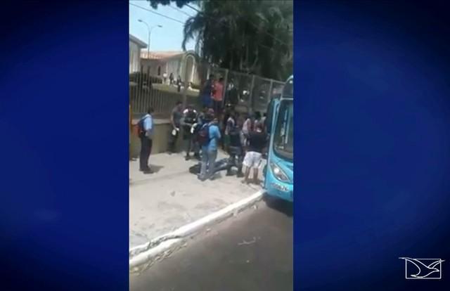 Assalto a ônibus em São Luís, no Maranhão (Crédito: TV Mirante)