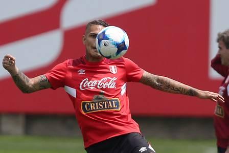Guerrero no treino da seleção (Crédito: GUADALUPE PARDO / REUTERS)