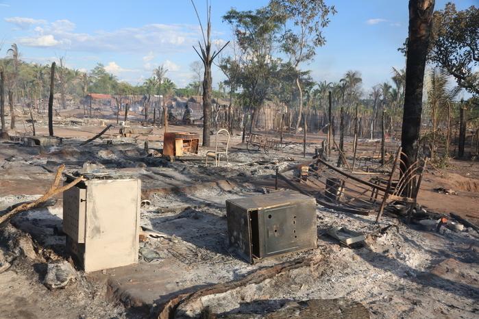 Assentamento destruído após incêndio (Crédito: Efrém Ribeiro)