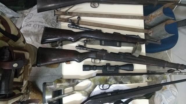 Armas encontradas com os criminosos (Crédito: Polícia Militar)