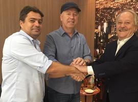 Cruzeiro vence concorrência do Palmeiras e renova com Mano Menezes