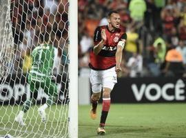 Réver se torna maior zagueiro artilheiro da história do Brasileiro