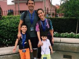 Wanessa Camargo se diverte com família em parques de Orlando