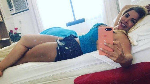 Verônica Costa, aos 43 anos, abalando de shortinho (Crédito: Reprodução)