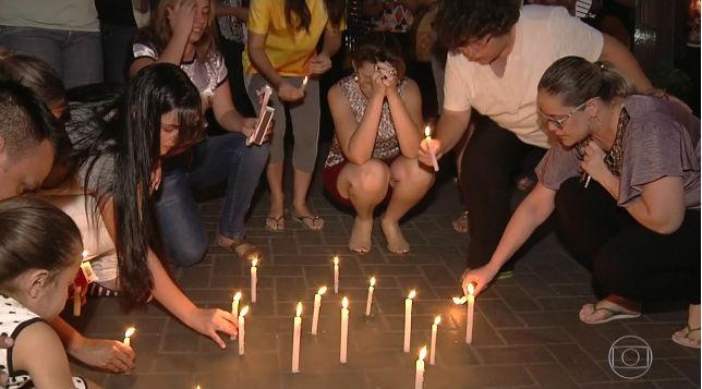 Corpos de garotos mortos por colega em escola são velados (Crédito: G1/Rede Globo)