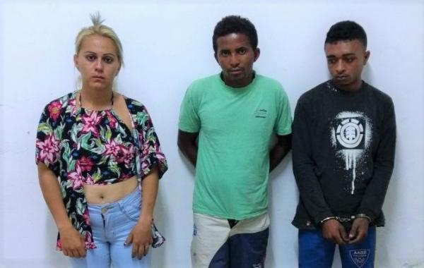 Trio preso pela polícia com armas, drogas e moto em Regeneração (Crédito: Polícia Militar)